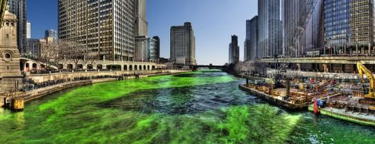 La rivière Chicago teintée en vert pour la Saint-Patrick